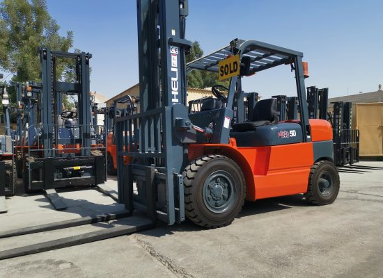 2009 Heli 6 Ton Diesel Forklift spruced up inside out.
